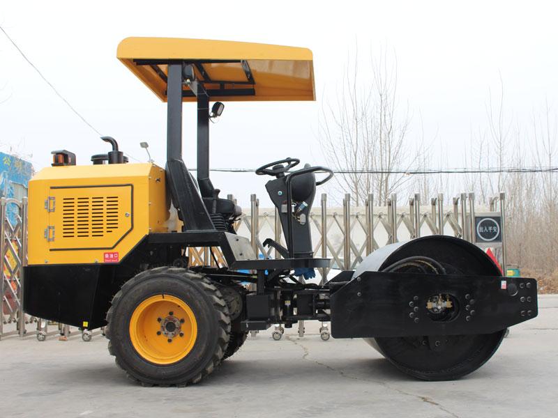 3.5T座駕式橡膠輪壓路機