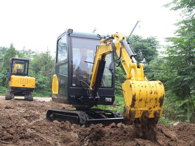 R330小型挖掘機施工現場